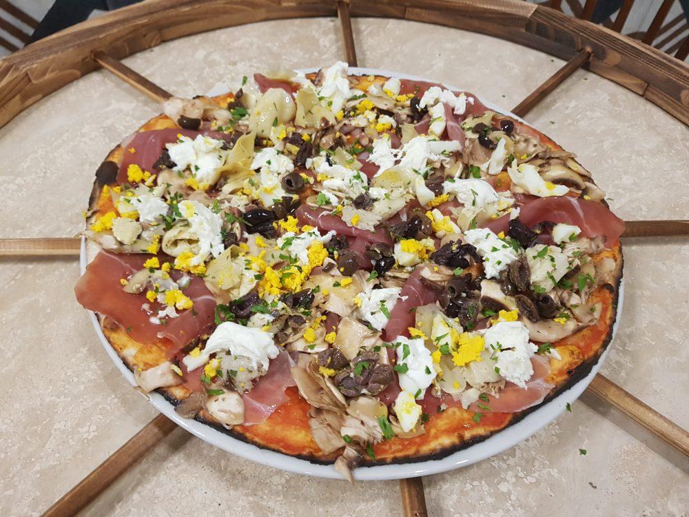 A Rota Pizzeria Romanesca - pizza Capricciosa Fredda