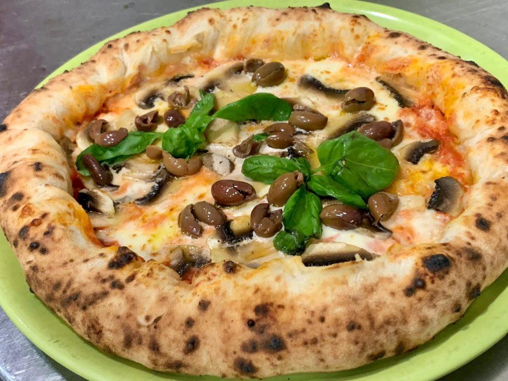 Pizzeria Elite - Capricciosa nel cornicione