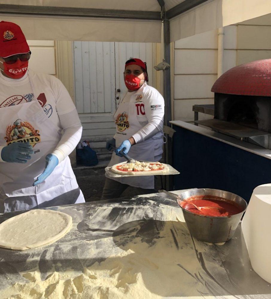 Pompei - pizzaioli all opera