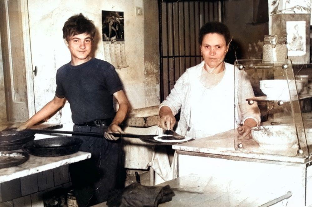 Umberto Fornito con la Madre Antica Pizzeria Frattese
