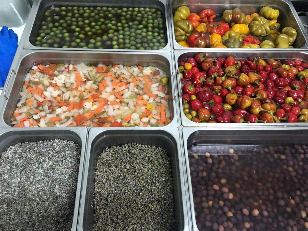 Bancone sottaceti, olive e capperi biancobaccala'