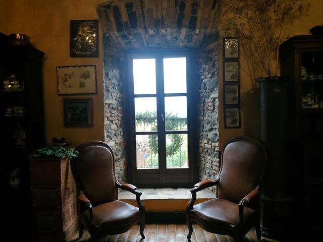 Cantine Santa Benedetta - la suggestiva finestra della sala perfettamente in linea con la cupola di S. Pietro