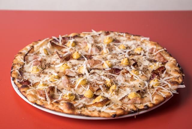 La Carbonara e Il Tartufo di 180g Pizzeria Romana (photo credits CoffeeAndLucas - Romedia Studio)
