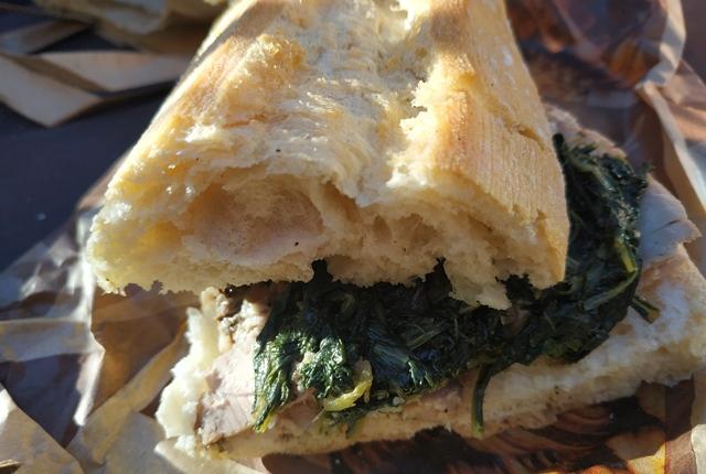 La Fraschetta A meta' strada - il panino con porchetta e cicoria