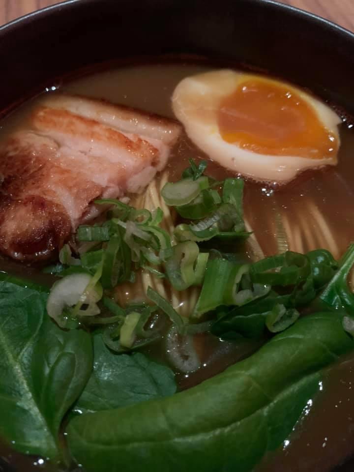 Ristorante Umi - RAMEN UMI noodles,olio al sesamo, pancia di maiale, uovo marinato, spinaci e negi