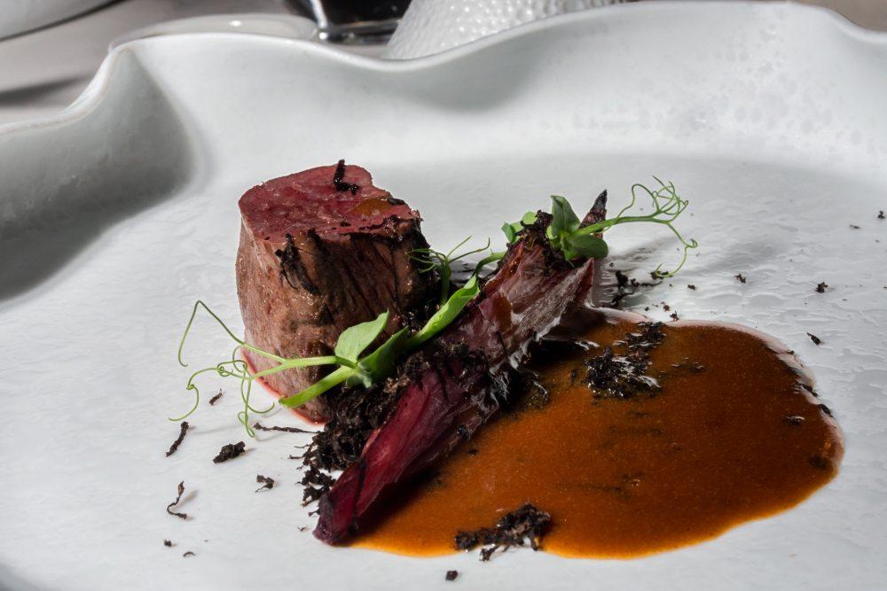 I Portici - Daino, indivia belga ai frutti rossi, salsa di foie gras e tartufo