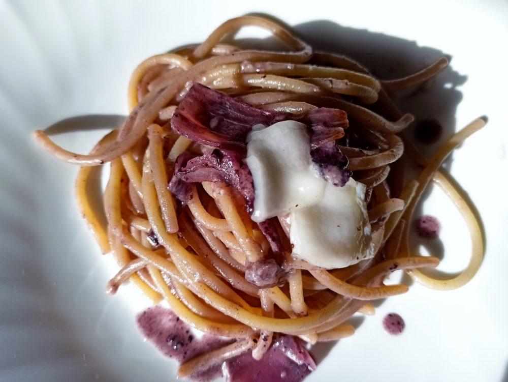 La Fattoria del Melopiano - Lo spaghettone artigianale con riduzione all'Aglianico, Crema di Pecorino del Matese, Cipolla di Alife e Lardo