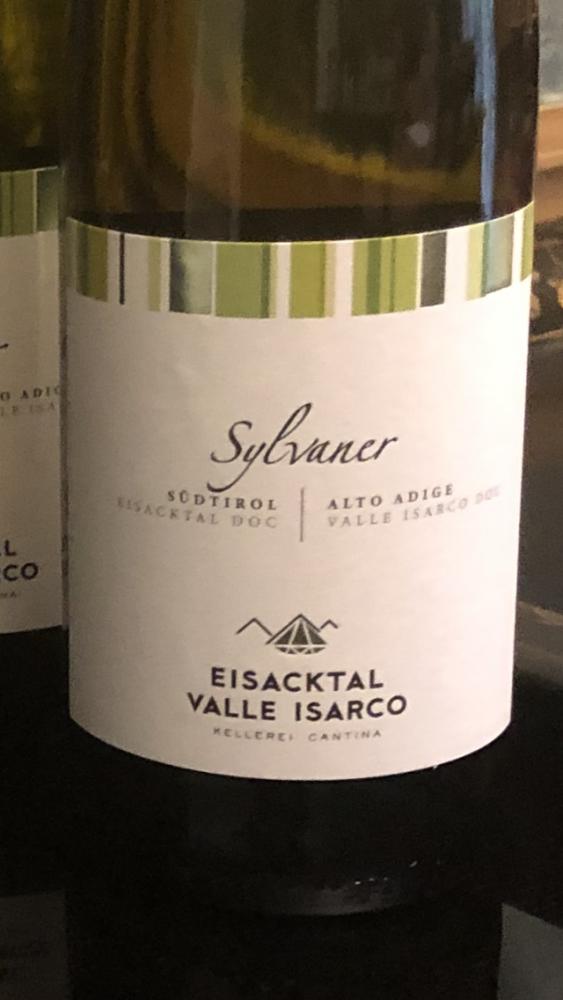 Nuovo Logo con la stilizzazione delle montagne e un diamante a simboleggiare Valle Isarco