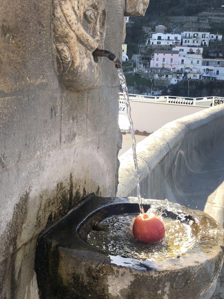Osteria Rispoli - mela sotto la fontana