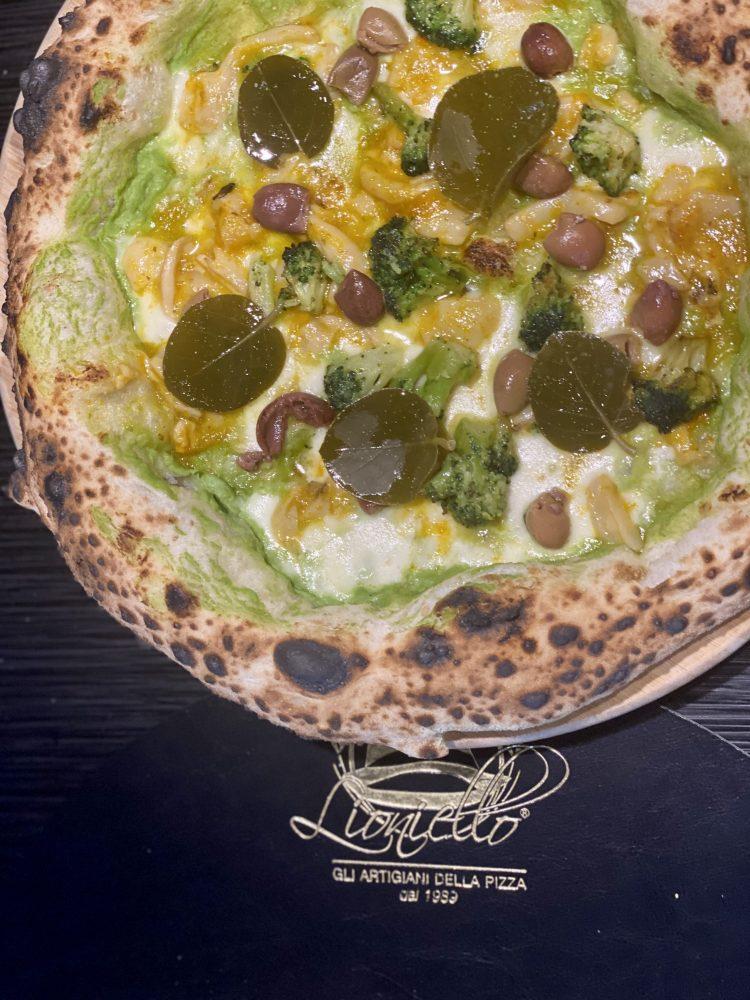 Pizzeria Da Lioniello - e' proprio un broccolo stu baccala'