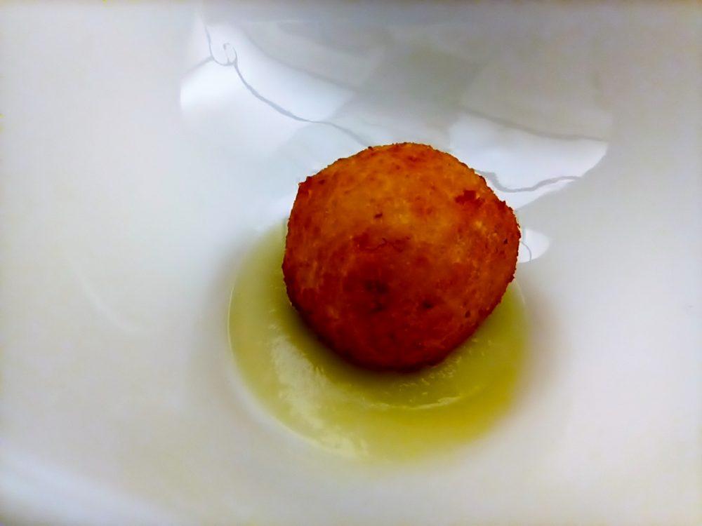 Sapori - entree - polpettina di baccala' su crema di cavolfiore