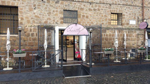 Bar Pasticceria Chantilly - Tuscania - L'esterno