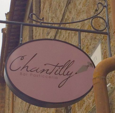 Bar Pasticceria Chantilly - Tuscania - L'insegna