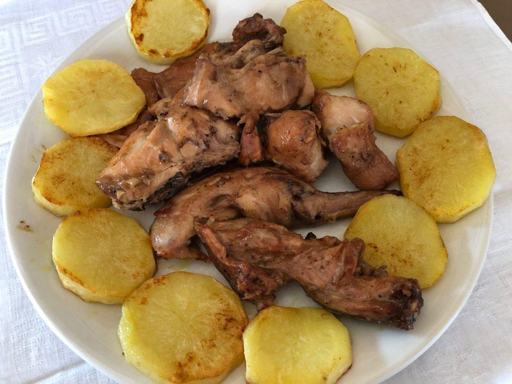 Coniglio arrosto con patate