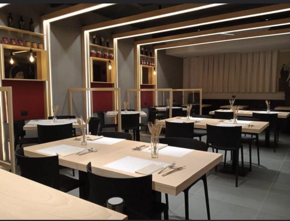 Marcianise, Granai Pizzeria. La sala