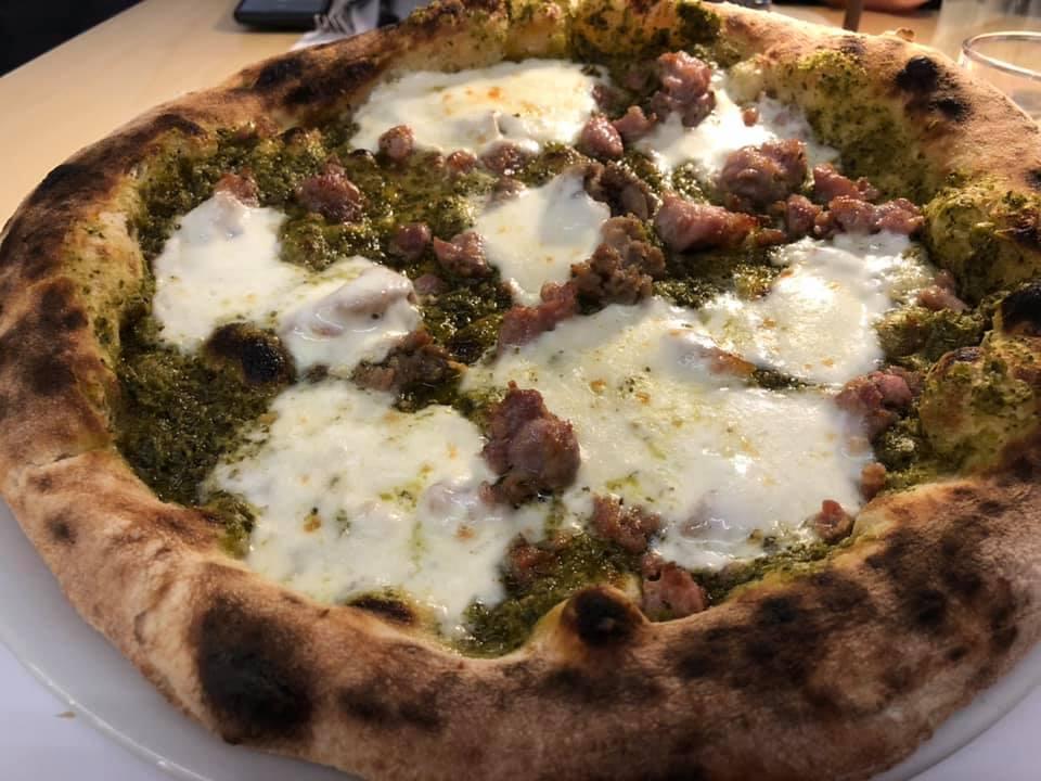 Pizzeria Granai, crema di friarielli e salsiccia