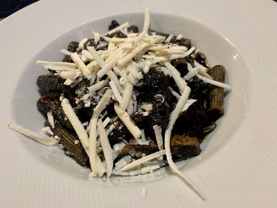 Taverna Kerkyra-Cannolicchi rigati al nero di seppia e ricotta salata