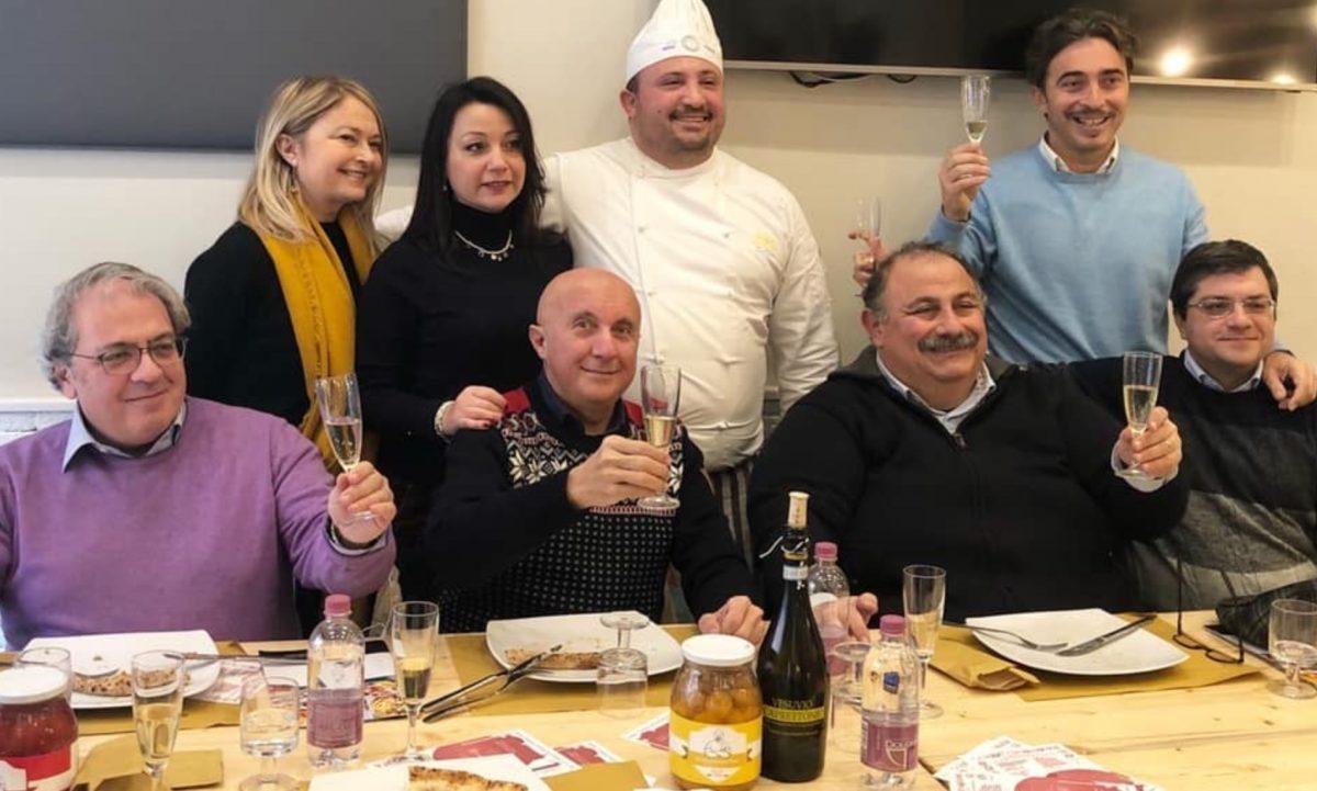 aleria D'Esposito con i colleghi da Doro Gourmet, una delle sue pizzerie preferite