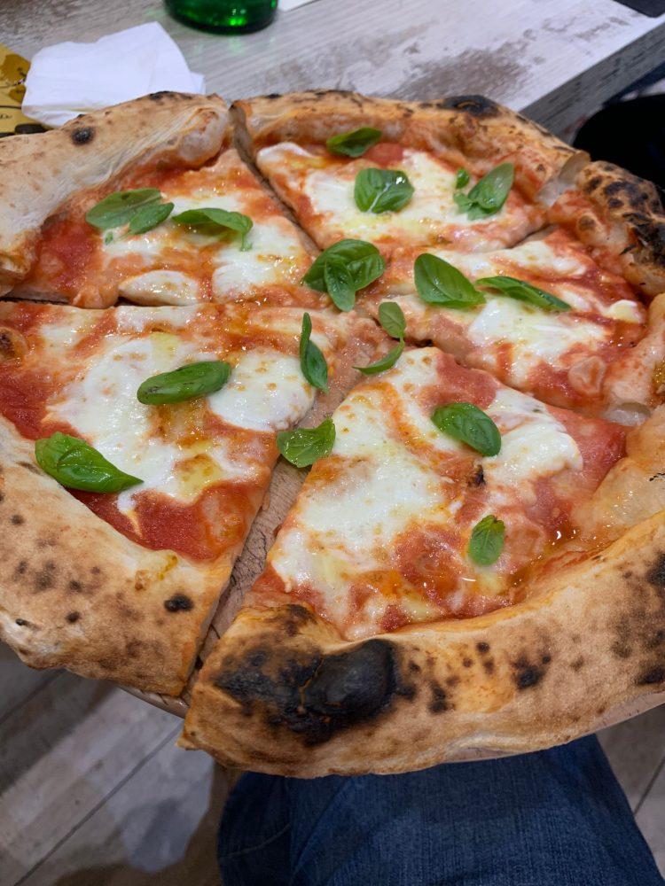 I Masanielli - Margherita di Bufala con pomodoro San Marzano
