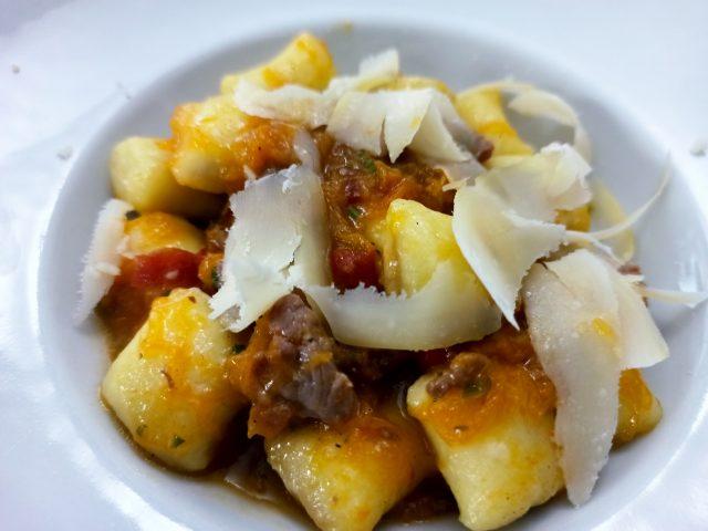 Il Burbero - Gli Gnocchi ripieni di Porcini con Zucca, Salsiccia e peperone crusco