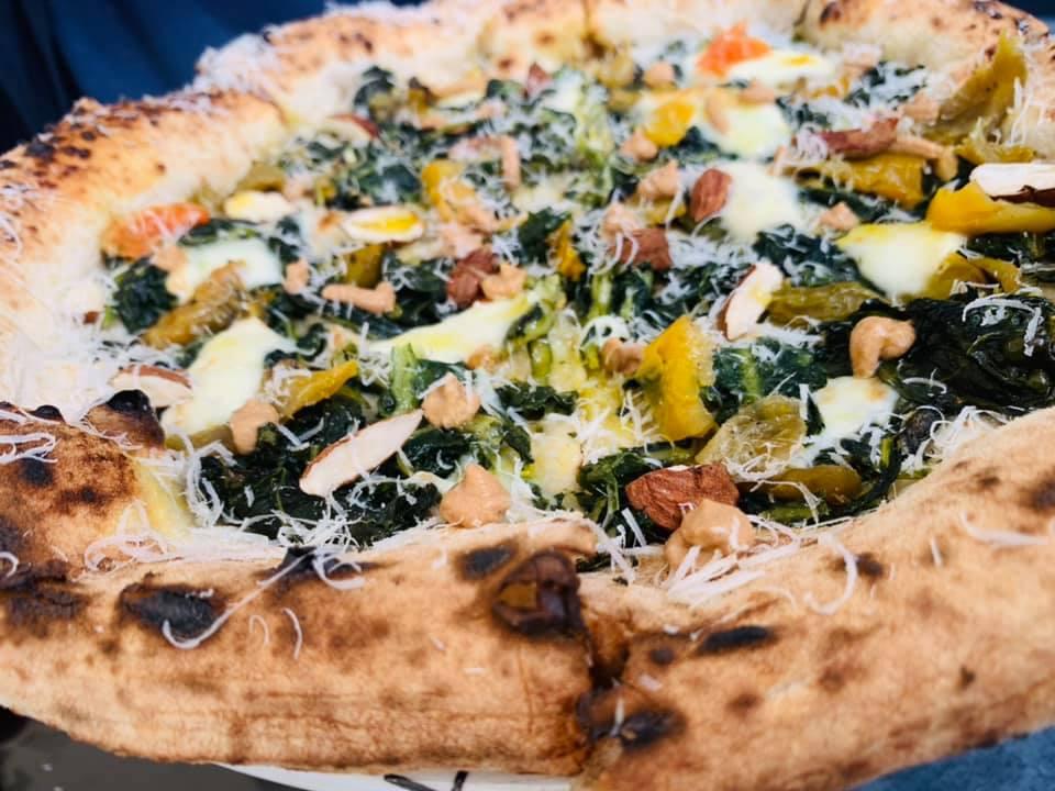 Seu Pizza Illuminati - Cicoria, mandorle, papacelle e pecorino