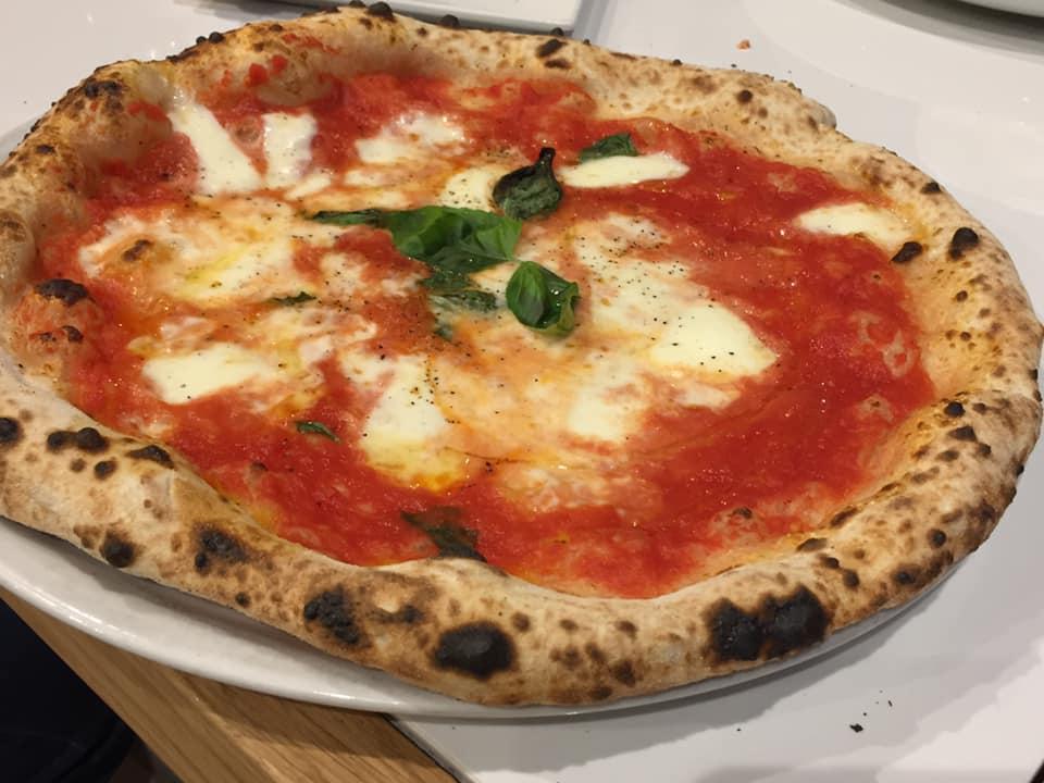 Da Zero a Vallo della Lucania, la pizza del pizzaiolo, con pomodoro, pepe e provola