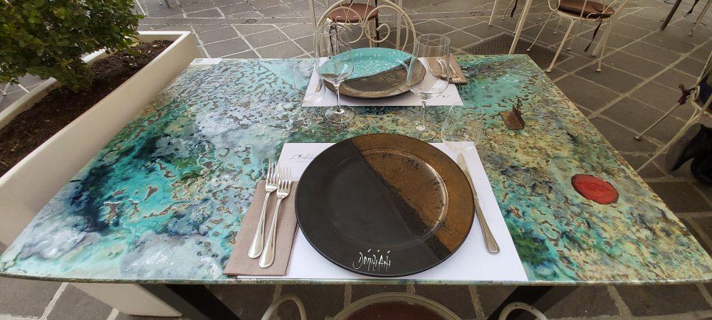 L'Alchimista – preparazione al tavolo all'esterno