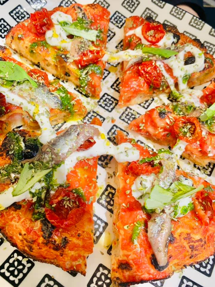 Seu Pizza Illuminati - Wheely Mediterraeo San Marzano alici burrata confit e battut mediterraneo