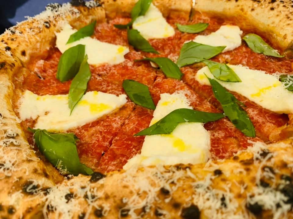 Seu Pizza Illuminati - Margherita con bufala a crudo e parmigiano vacche rosse