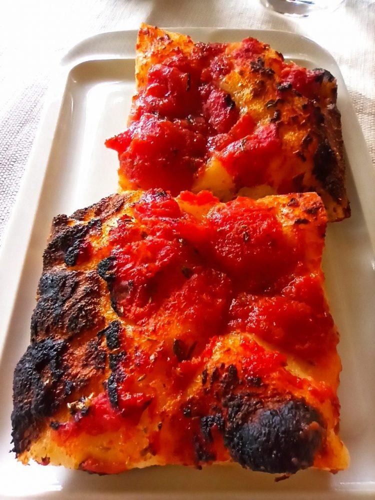Agriturismo Serafino Family, La Pizza lambiata con impasto Montecalvese