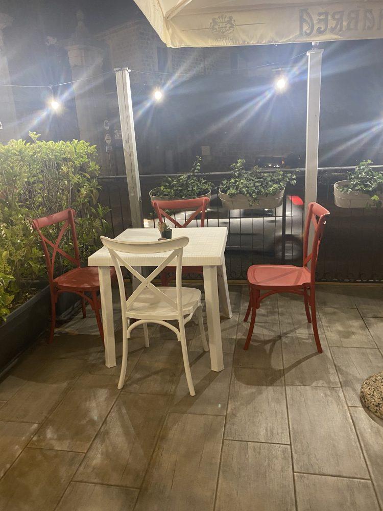 Casa Cavalieri - tavoli esterno
