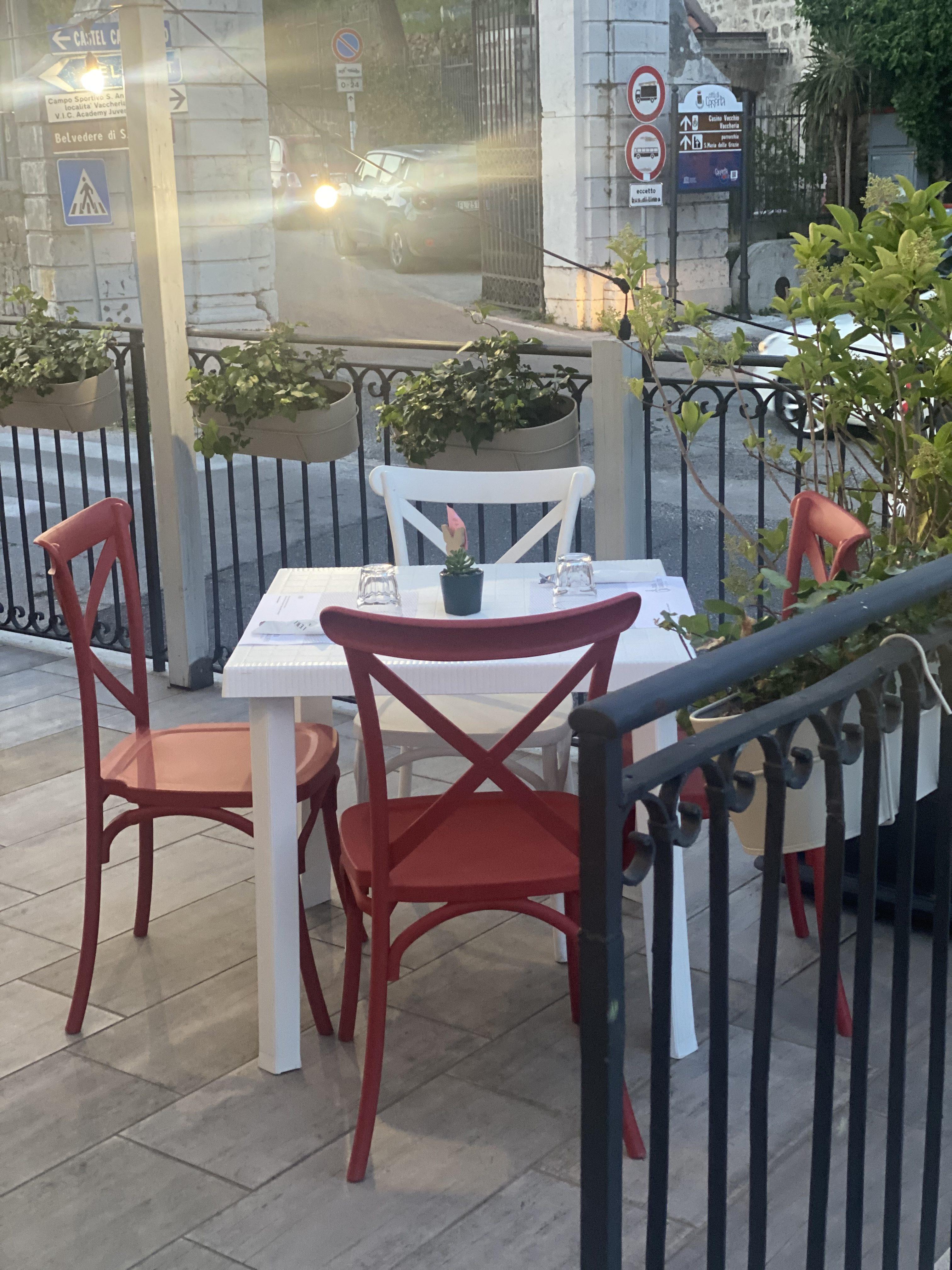Casa Cavalieri - tavolo esterno