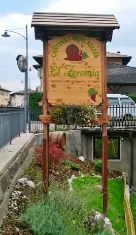 El Zeremia - Insegna