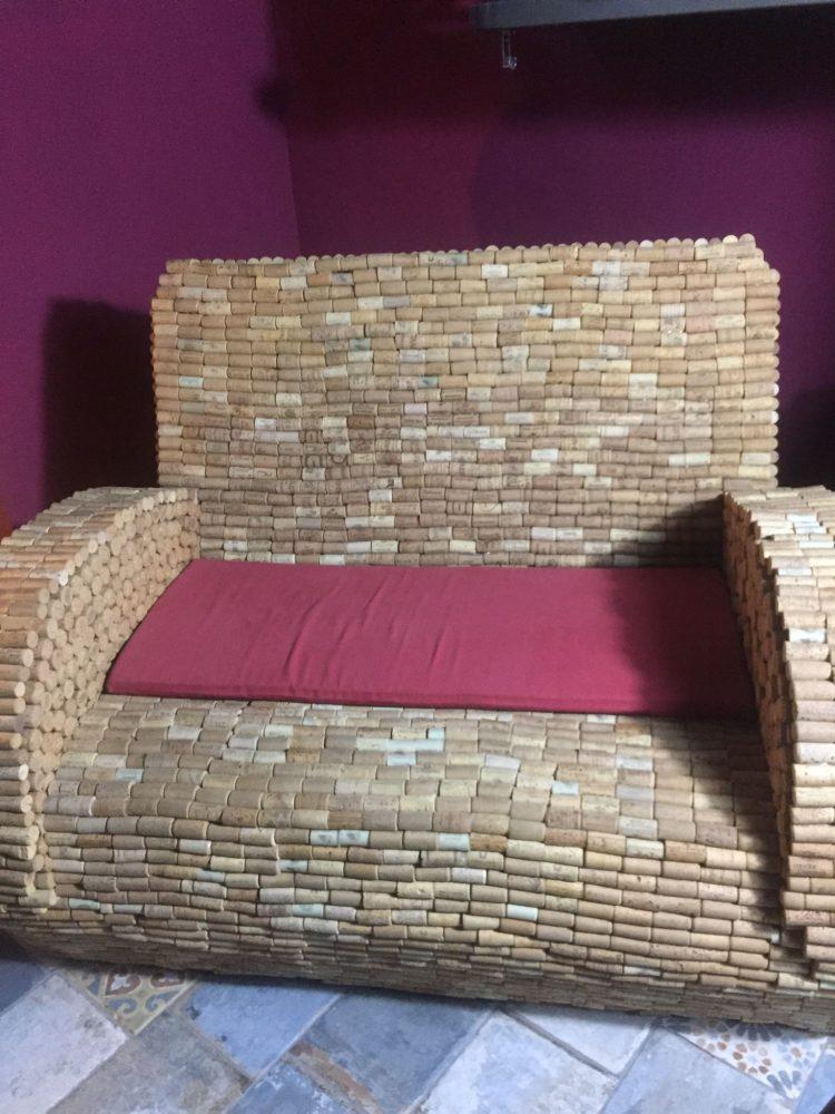 Il divano di tappi di sughero