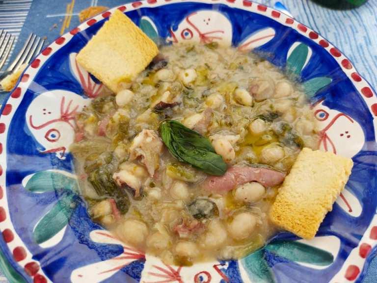 Pascalo', zuppetta di scarola, fagioli e polpo