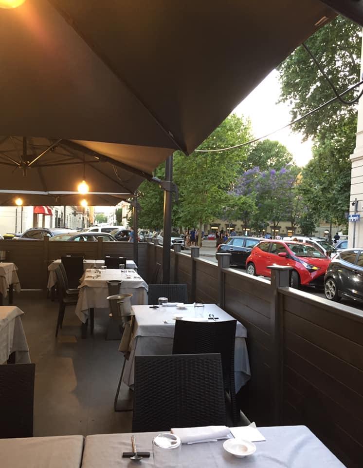 Acquasanta a Roma, i tavoli all'esterno