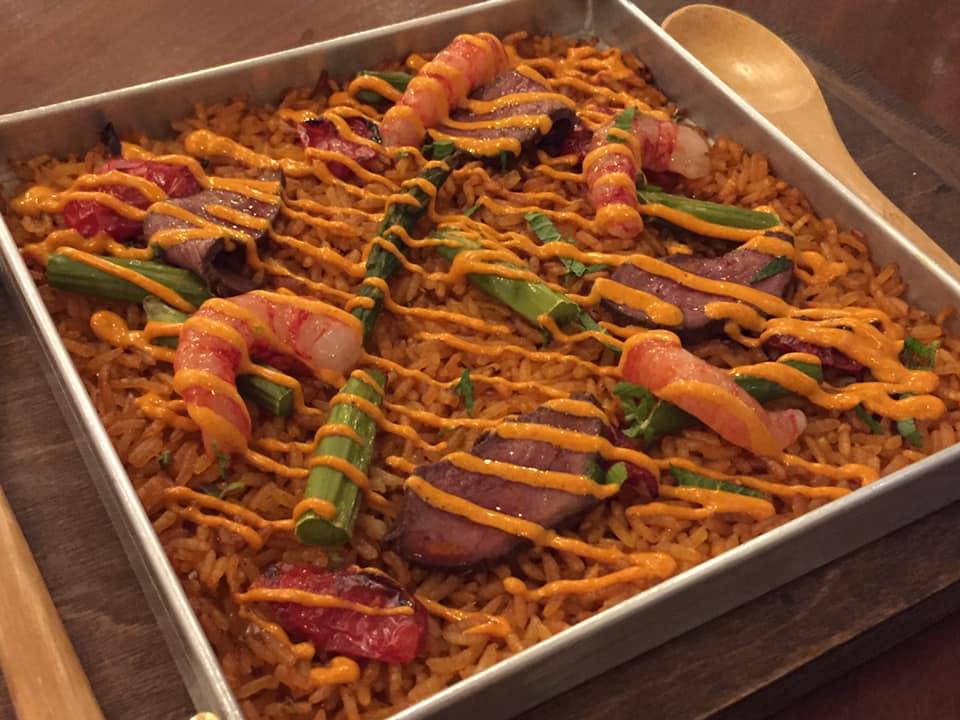Carnal a Roma,riso in teglia, con cuore e gamberi e emulsione di peperoncino affumicato