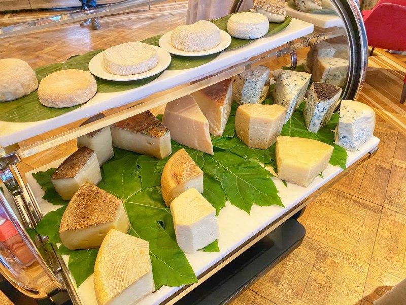 Villa Crespi - Carrello dei formaggi