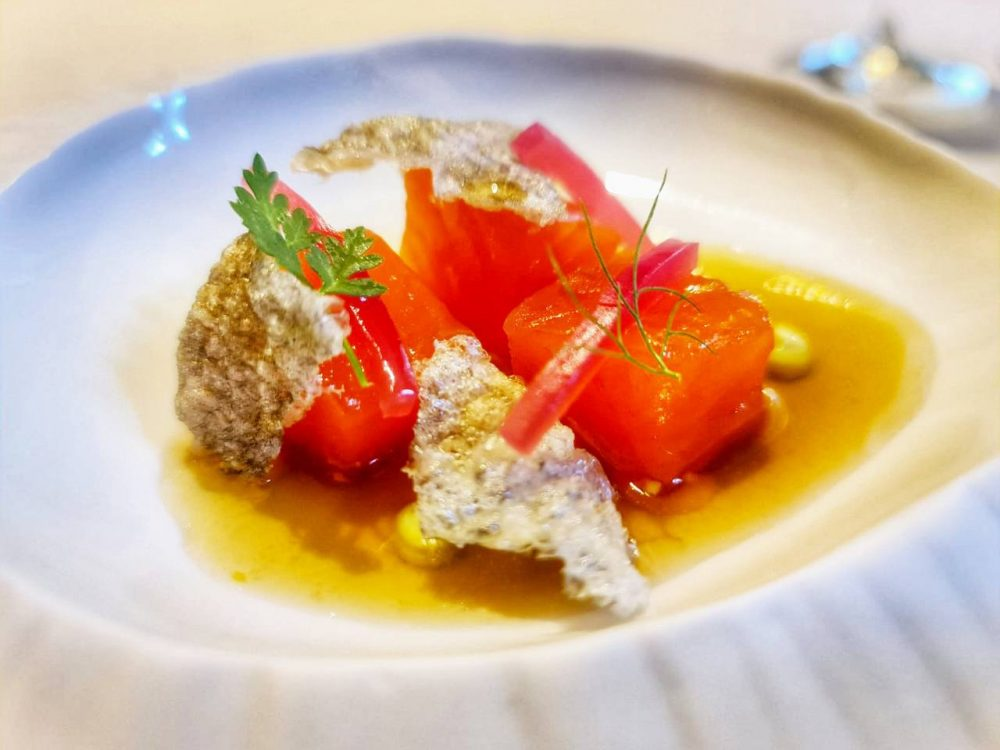 Villa Crespi -Trota salmonata con cipolla di Tropea, salsa tosazu