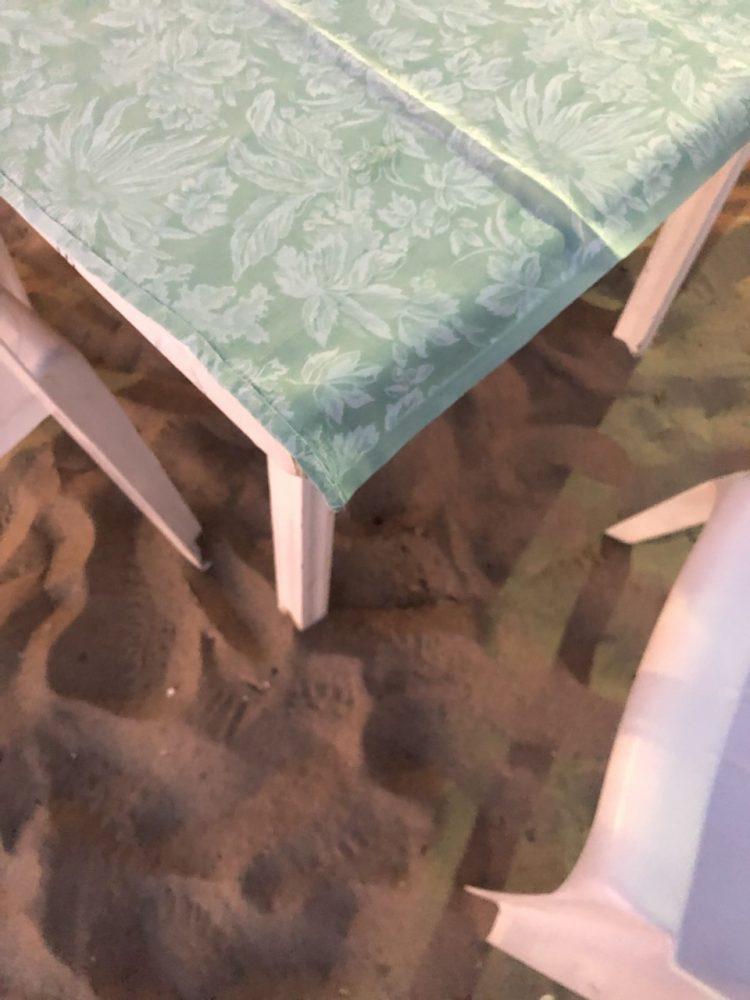 La scogliera - tavolo nella sabbia