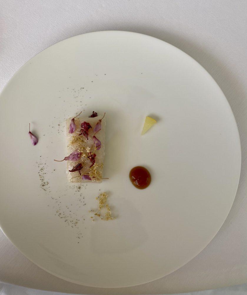 Marotta Ristorante - Merluzzo, geranio, fiori e agrumi