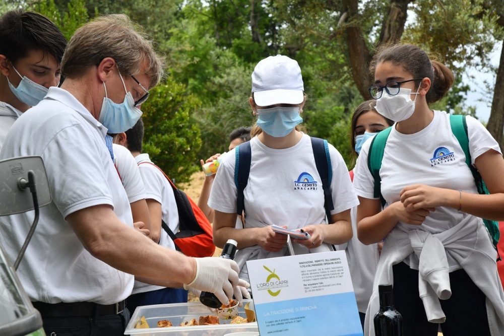 Olio Oro di Capri degustazione con giovani studenti
