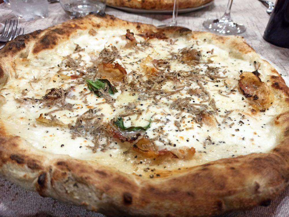 Pizzeria e Ristorante Megusta -L'Irpina con Guangiale e Tartufo fresco locale