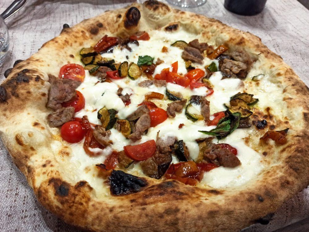 Pizzeria e Ristorante Megusta -La Paesana con Ortaggi e Salsiccia paesani