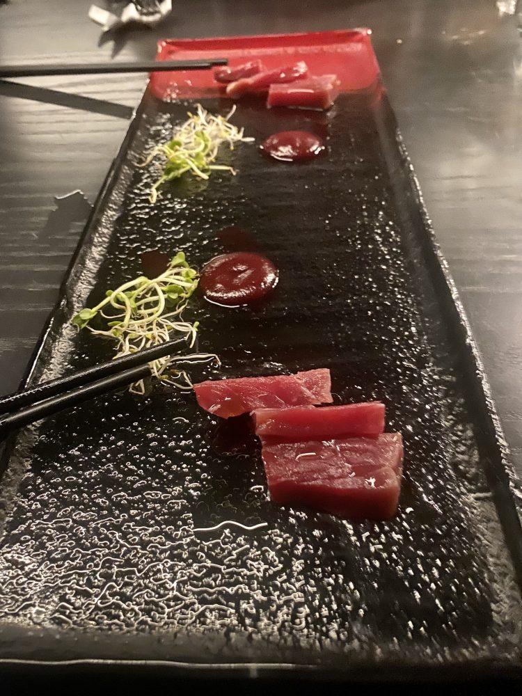 The Meat Experience - Sashimi di bisonte, carne salata, rafano e crema di rapa rossa