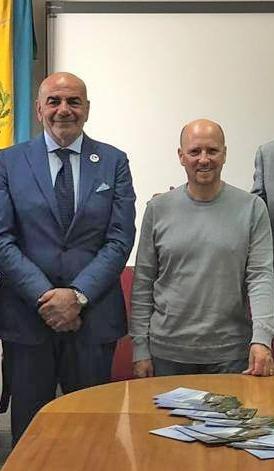Il sindaco di Agerola Luca Mascolo e lo chef Heinz Beck