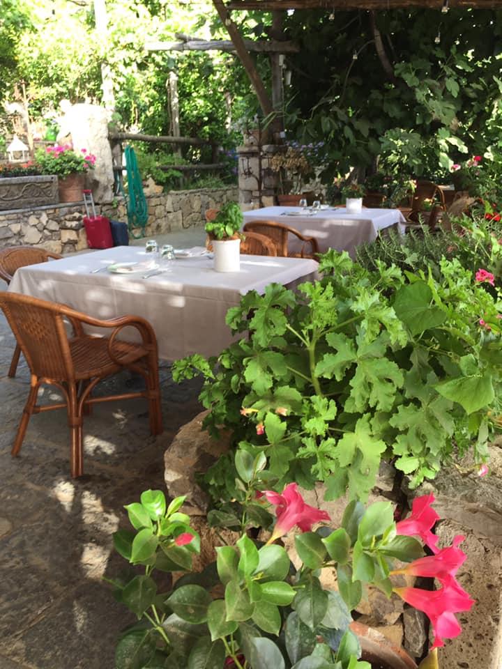 Villa Rosa di Nonna Rosa, i tavoli della colazione