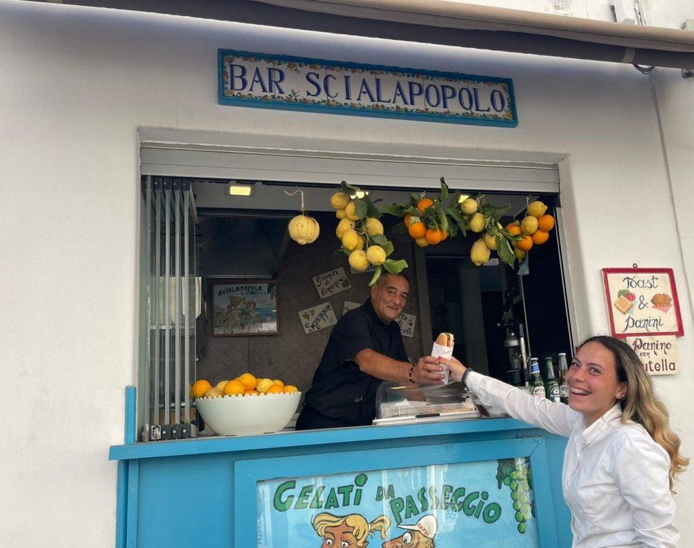 Al Capri' Bar Scialapopolo - il tradizionale panino con la salsa Capri