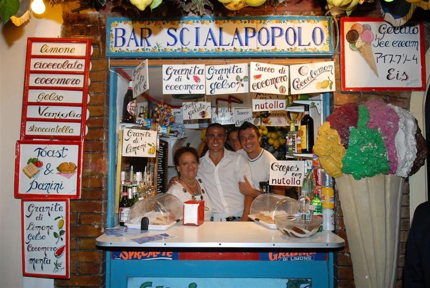 Bar Scialapopolo - Donna Vittoria con Fabio Cannavaro e Massimo Oddo campioni del mondo 2006