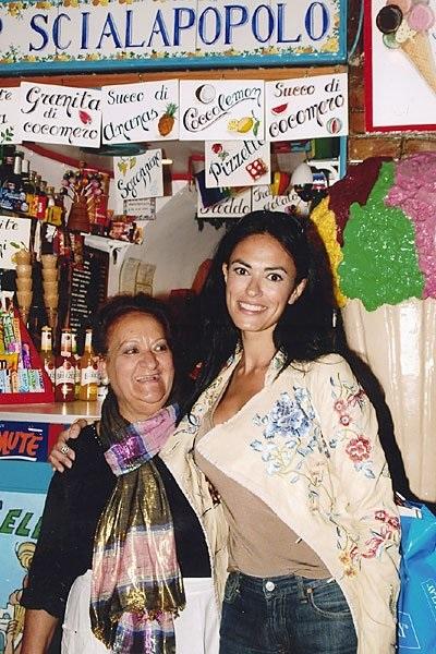 Bar Scialapopolo - Donna Vittoria con Maria Grazia Cucinotta